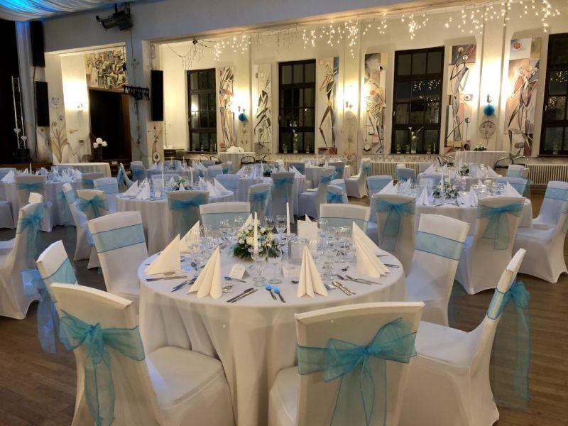 festsaal_blau_20FE60A60-BED0-83A9-42B7-A99C16A3DB58.jpg